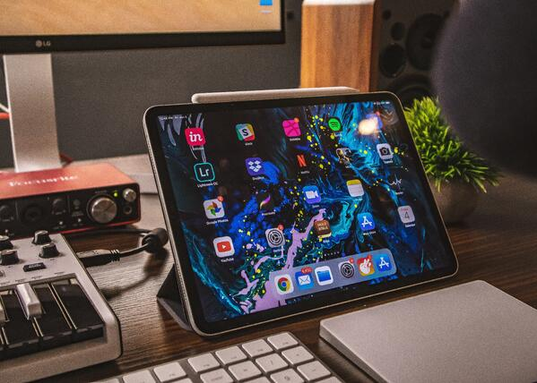 Unsplash free stock photo of tablet screen with apps open