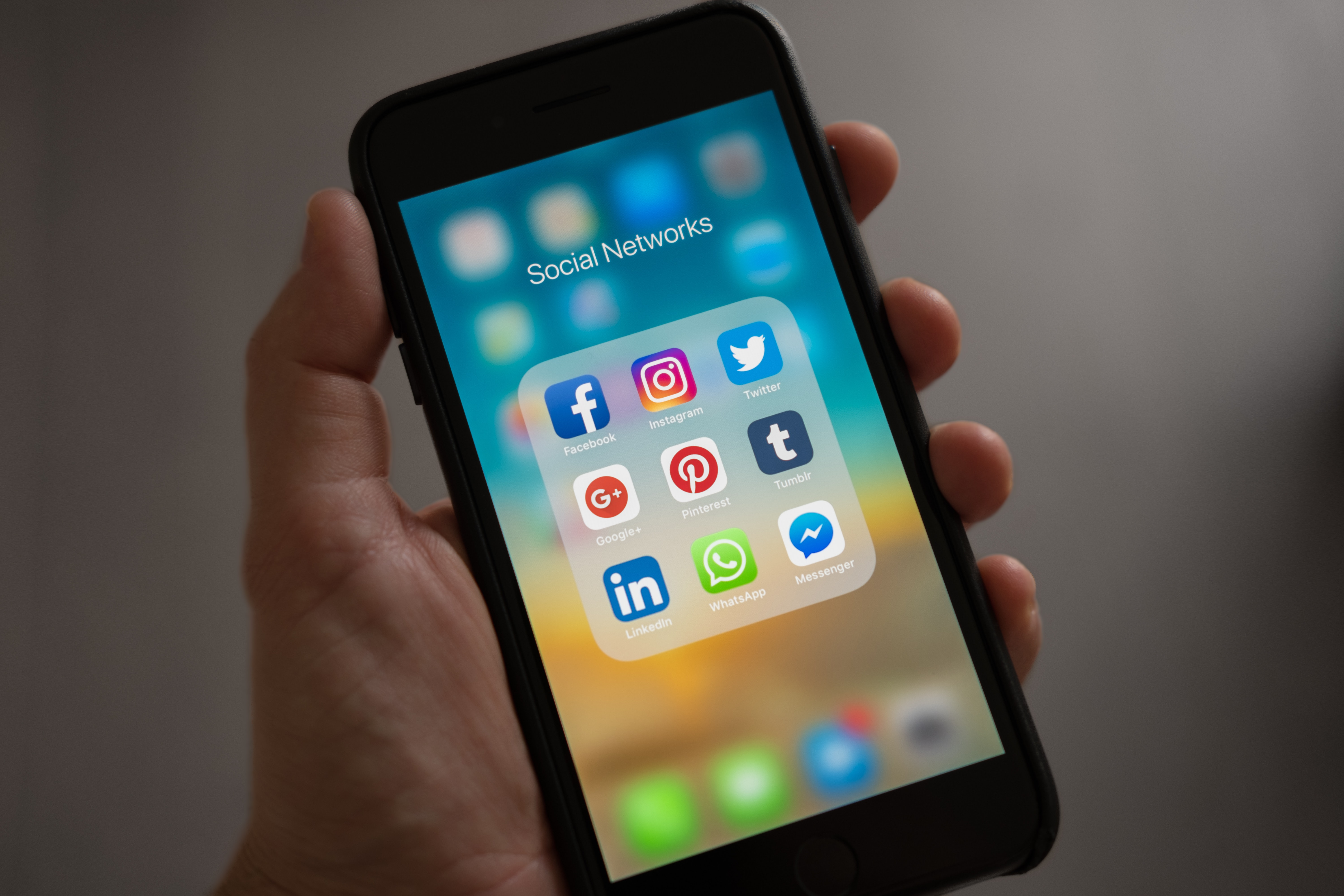 The newest social networks: an overview of places for virtual communication